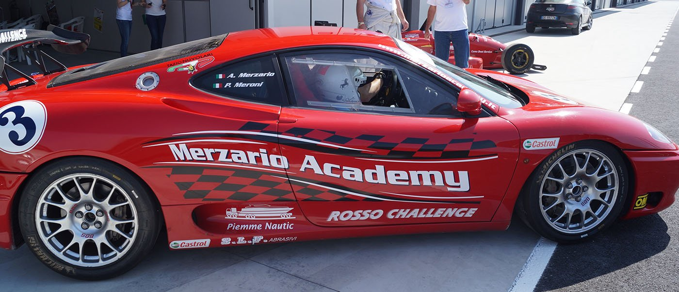 Prova in pista di Ferrari a Lipomo