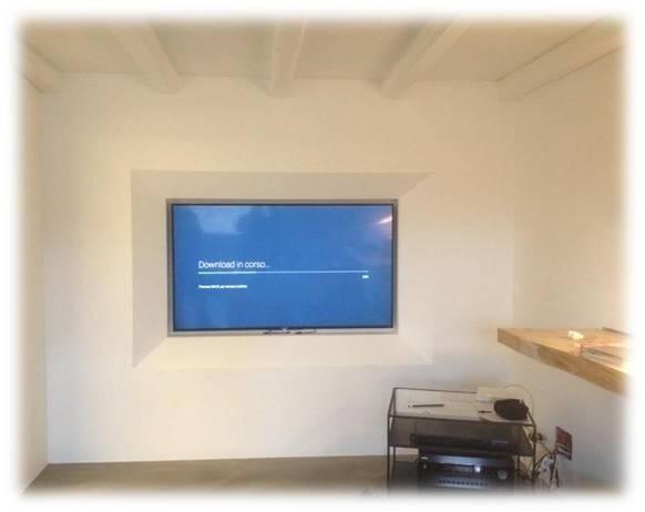 schermo incorporato nella parete