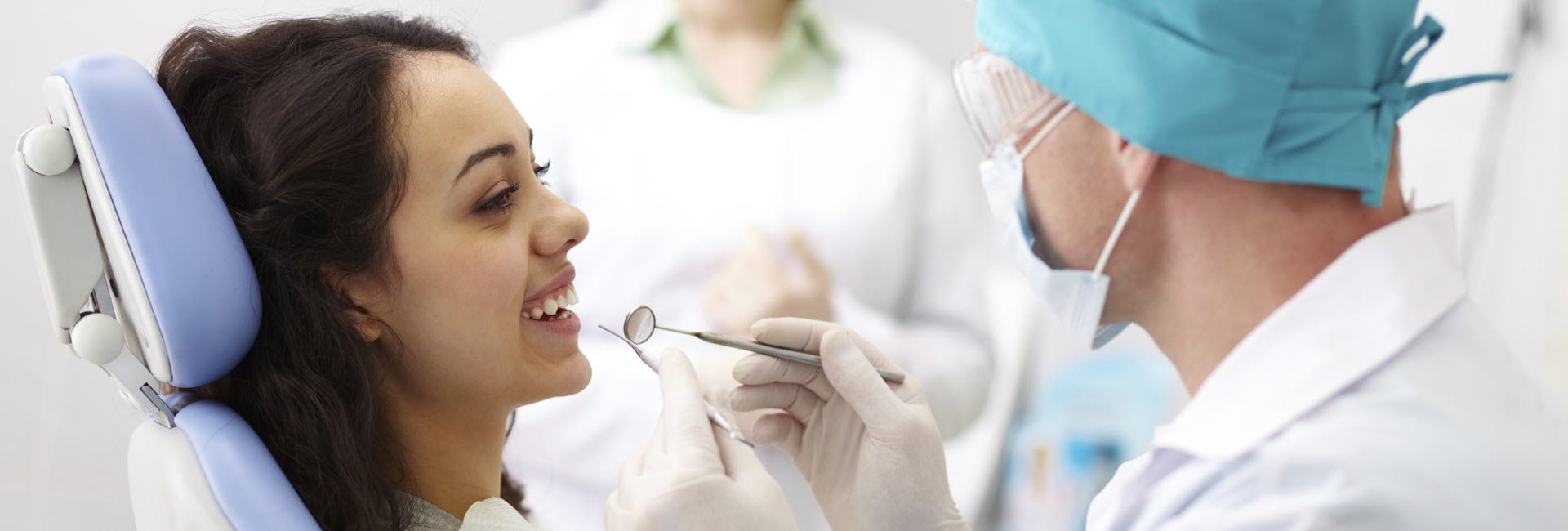 woman-smiling-dentist