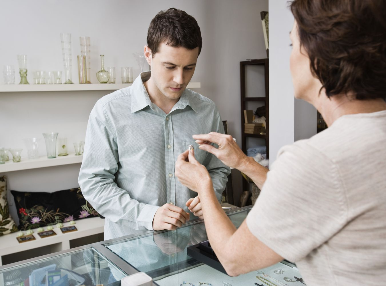 Satisfied client shakes hands with coin dealer in Kahului, HI