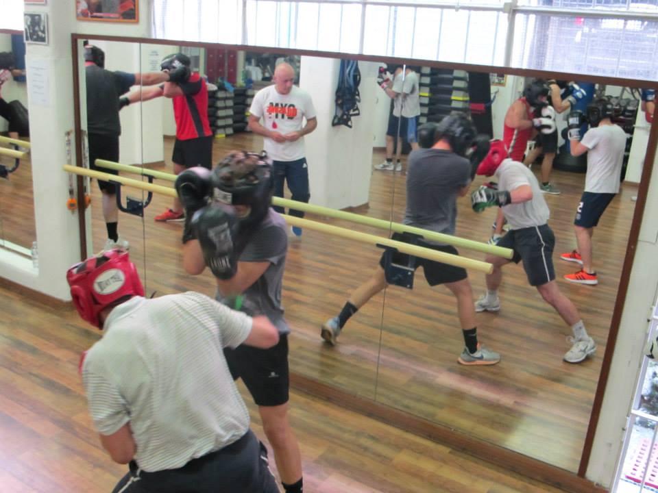 allievi durante allenamento di pugilato