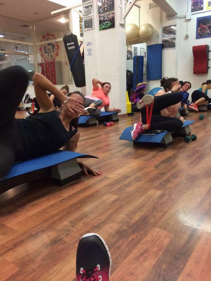 allieve durante lezione di fitness