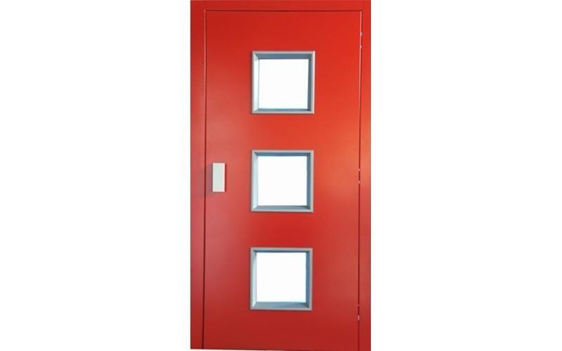 porta ascensore a tre finestre