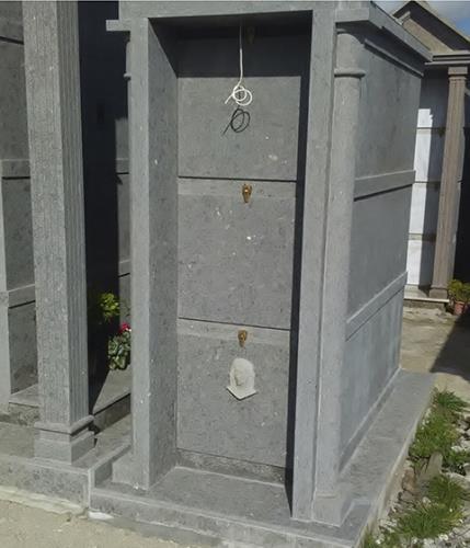 tombe in un cimitero