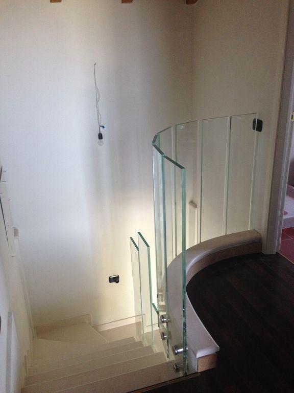 scale e gradini in cristallo