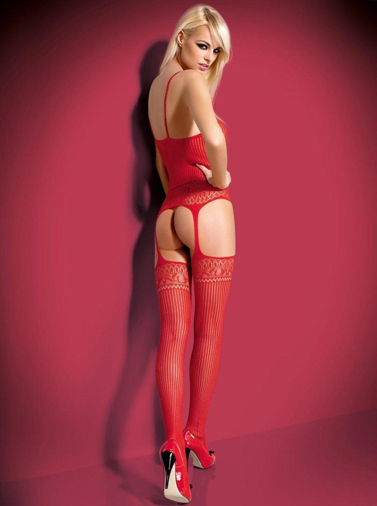 ragazza indossa completo intimo rosso