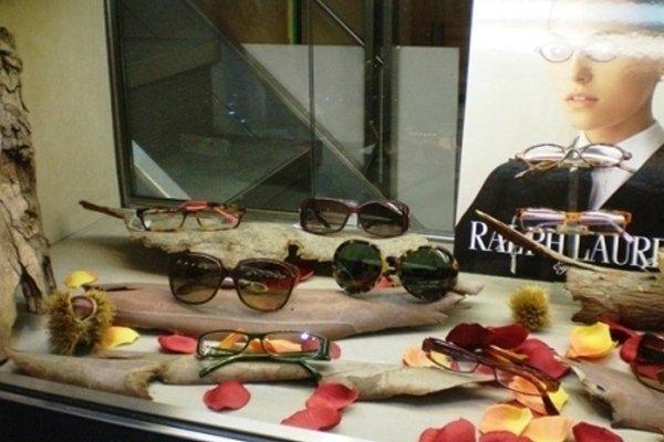 degli occhiali da vista e occhiali da sole della marca Ralph Lauren