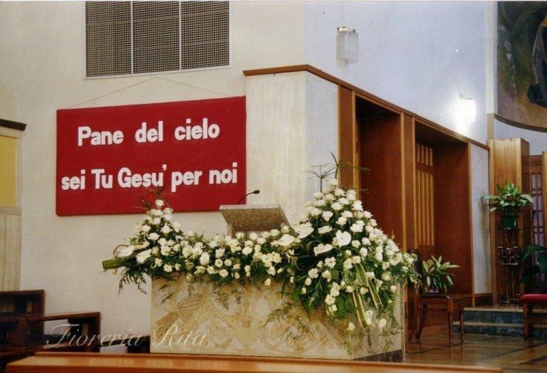 composizione floreale chiesa