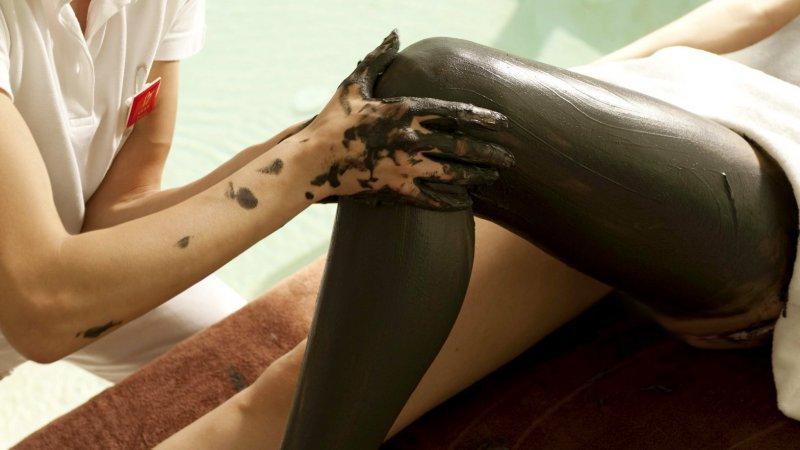 massaggio alle gambe con le alghe