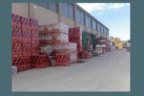 Il magazzino esterno dei materiali edili