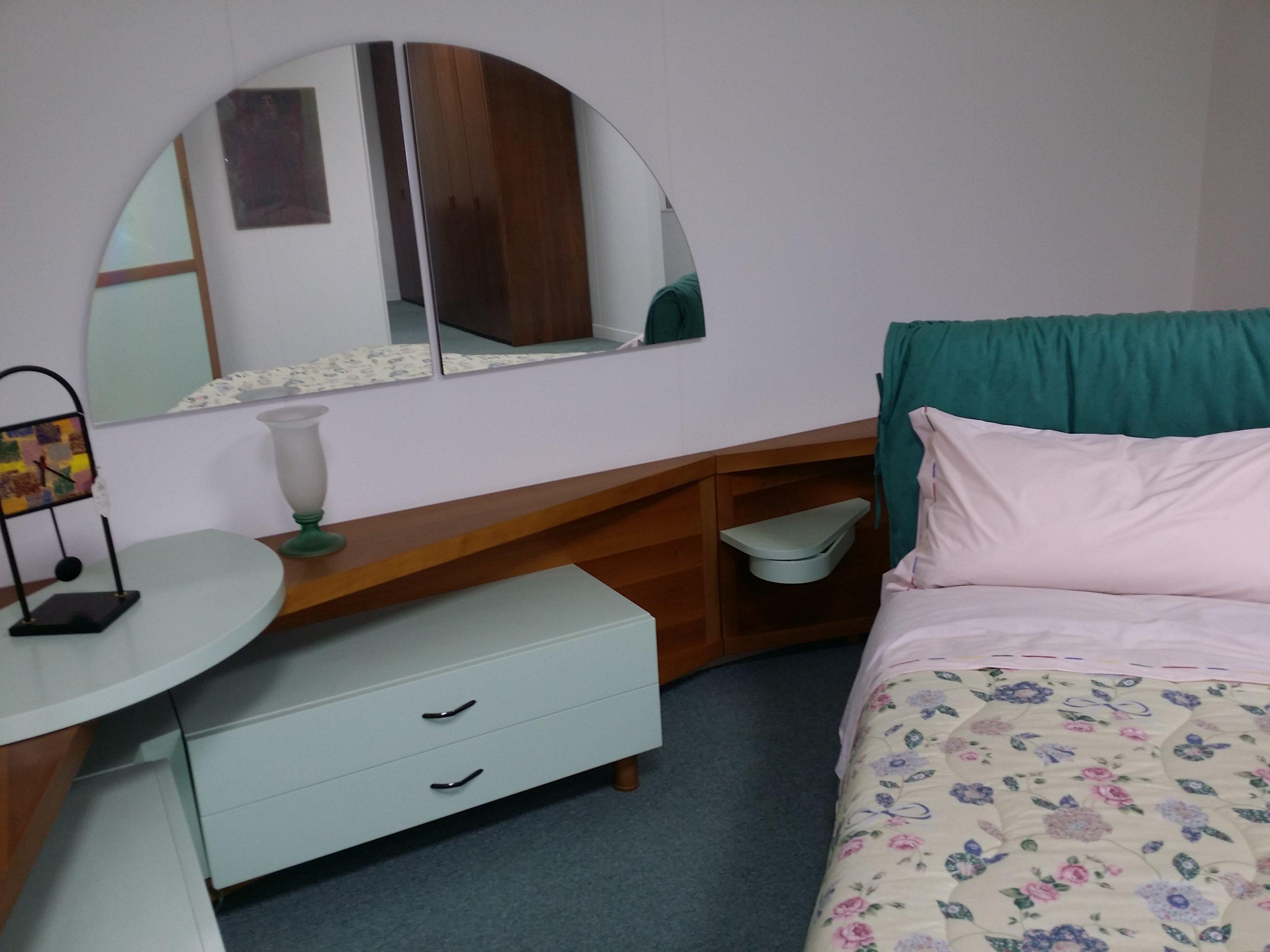 vista angolare di una camera da letto