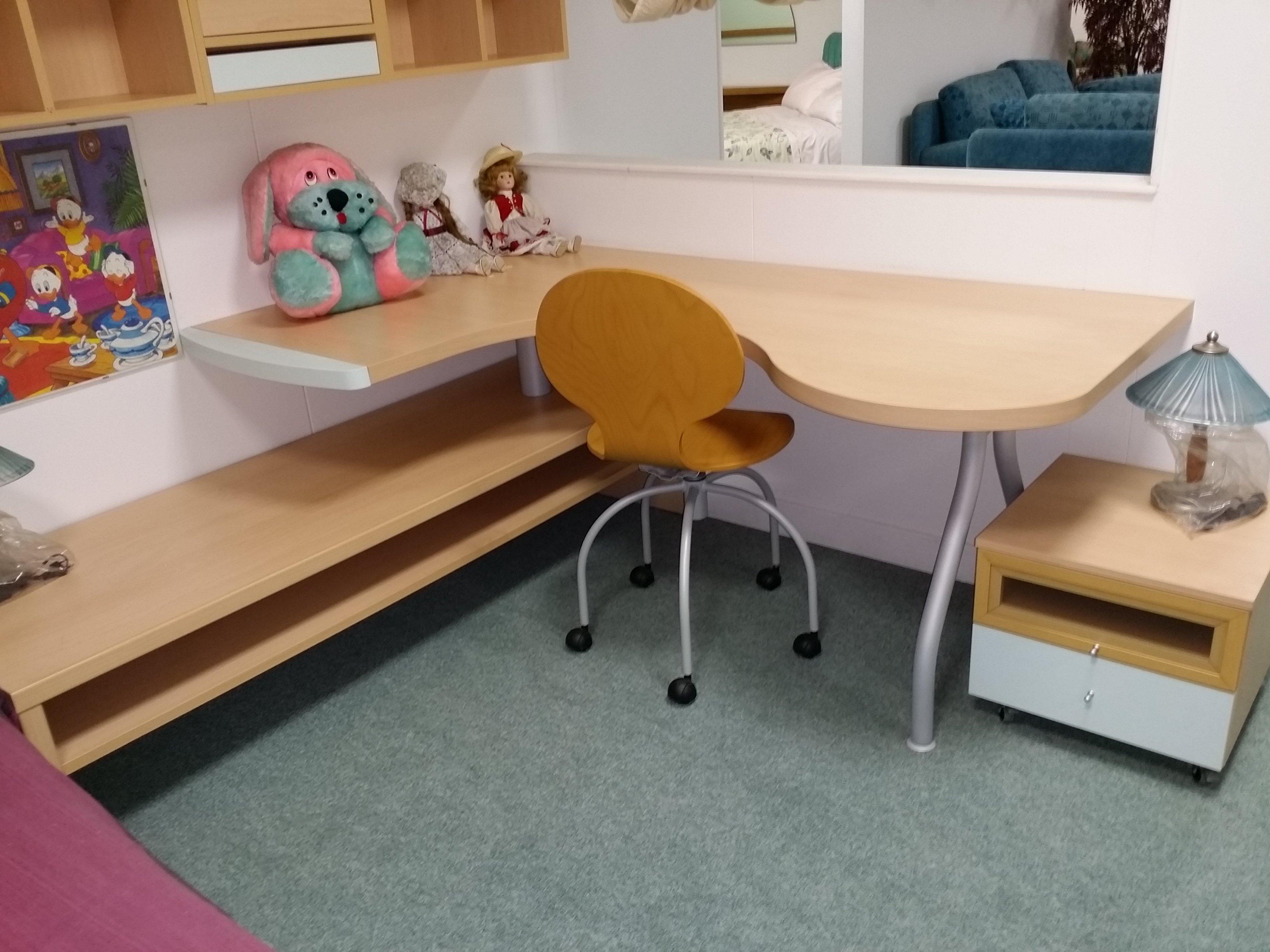 scrivania cameretta per bambini