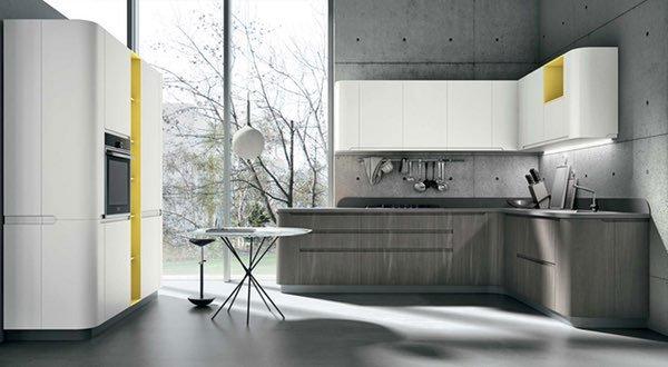 una cucina ad angolo di color grigio