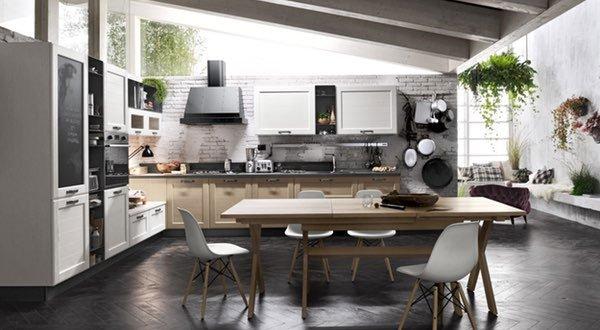 una cucina ad angolo in legno e bianca