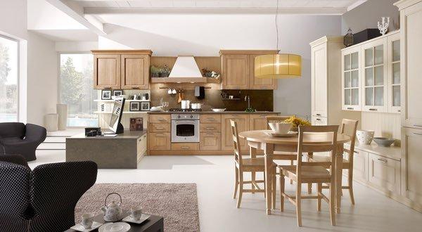 una cucina a blocco in legno e vista dei divani