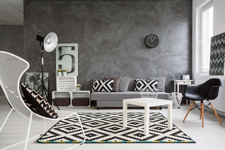salotto arredato in bianco e nero