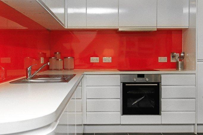 red kitchen back splash