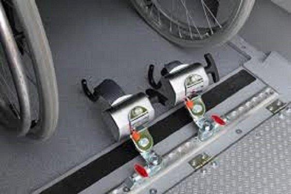 due cerniere di fissaggio sedia a rotelle