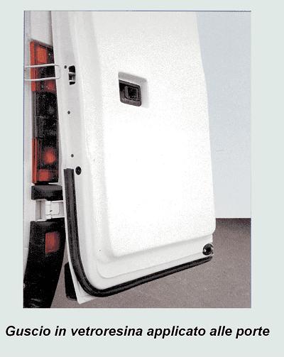 un guscio in vetroresina applicato alle porte