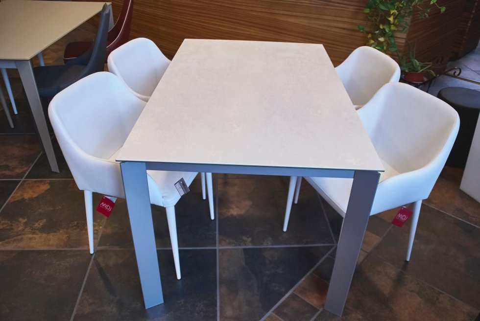 La nova sedia - Tavoli e sedie