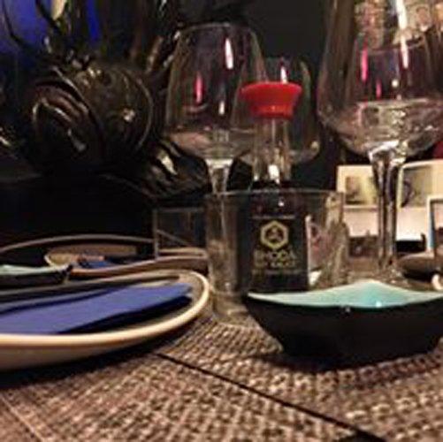 tavoli apparecchiati in stile giaponese