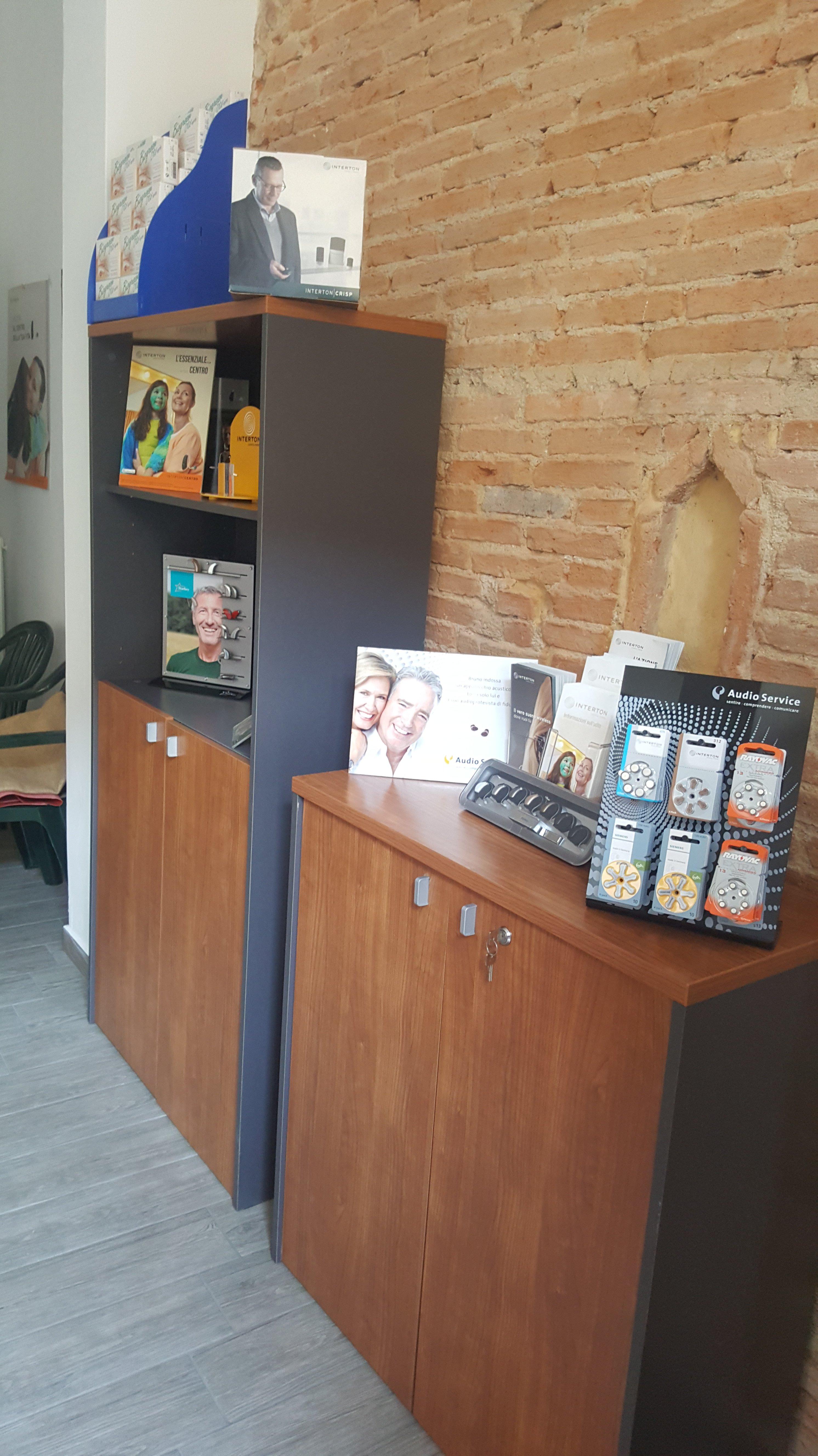Interno del negozio per apparecchi acustici a VIbo Valentia
