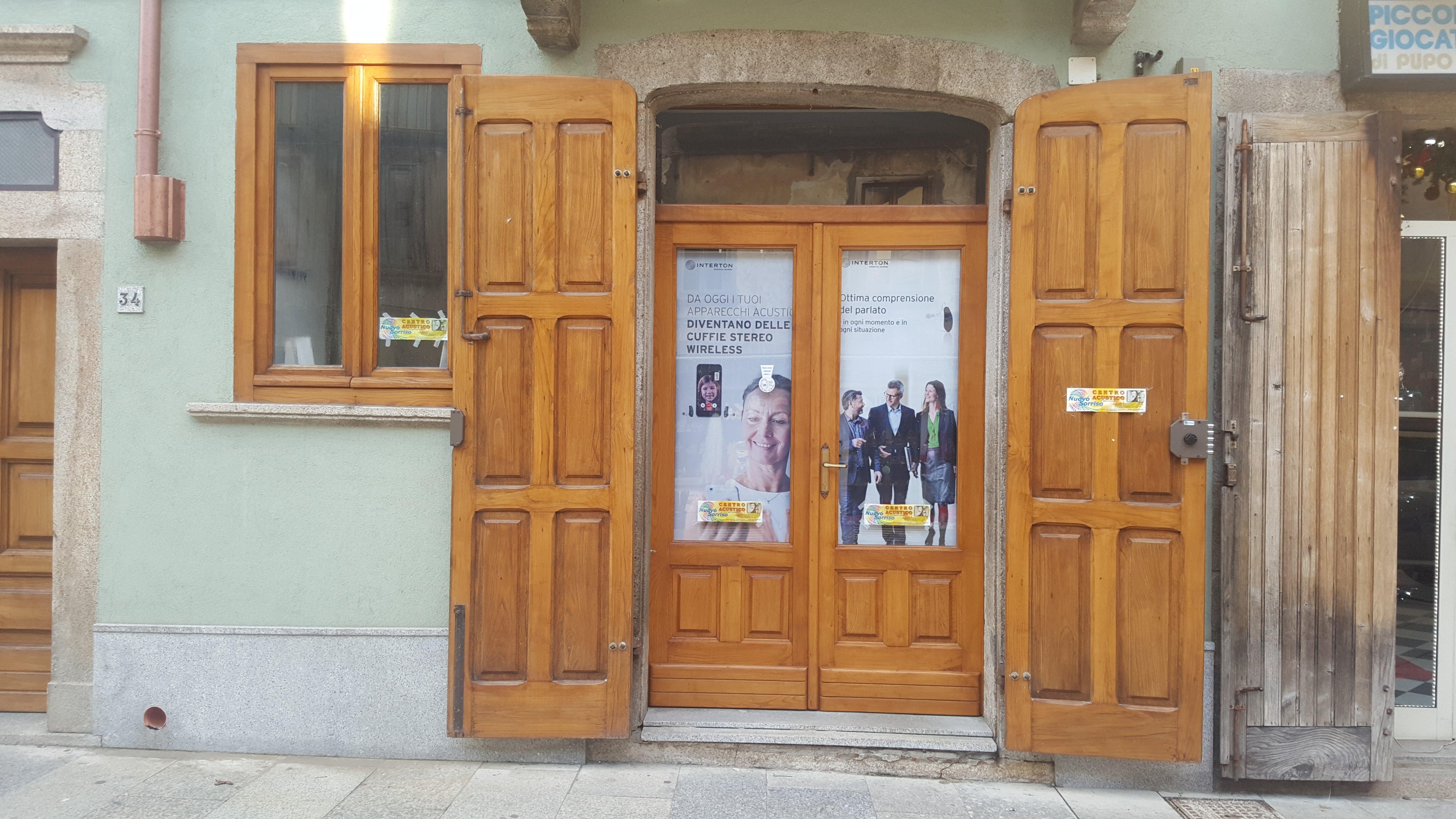 Esterno del negozio per apparecchi acustici a VIbo Valentia
