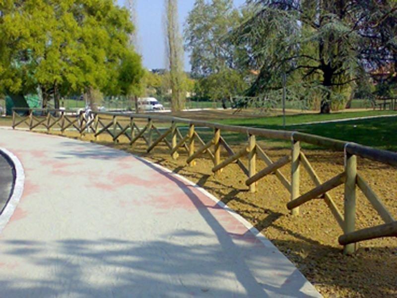 recinzione legno pubblico