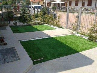 giardini con erba sintetica