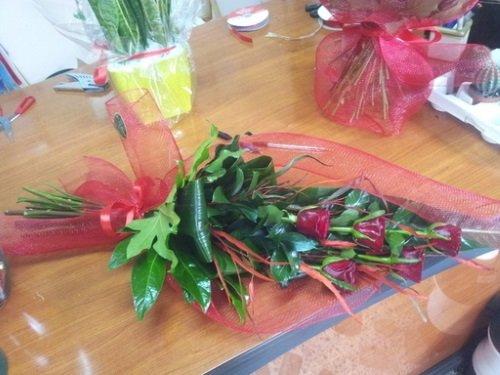 Un mazzo di fiori sul tavolo