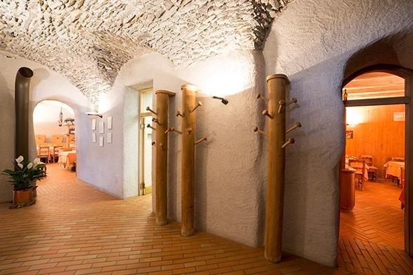 ristorante di bormio con interni in legno
