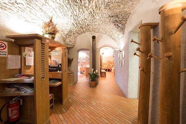 osteria con architettura ad archi