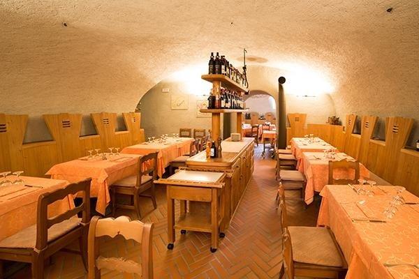 interno ristorante tipico valtellinese