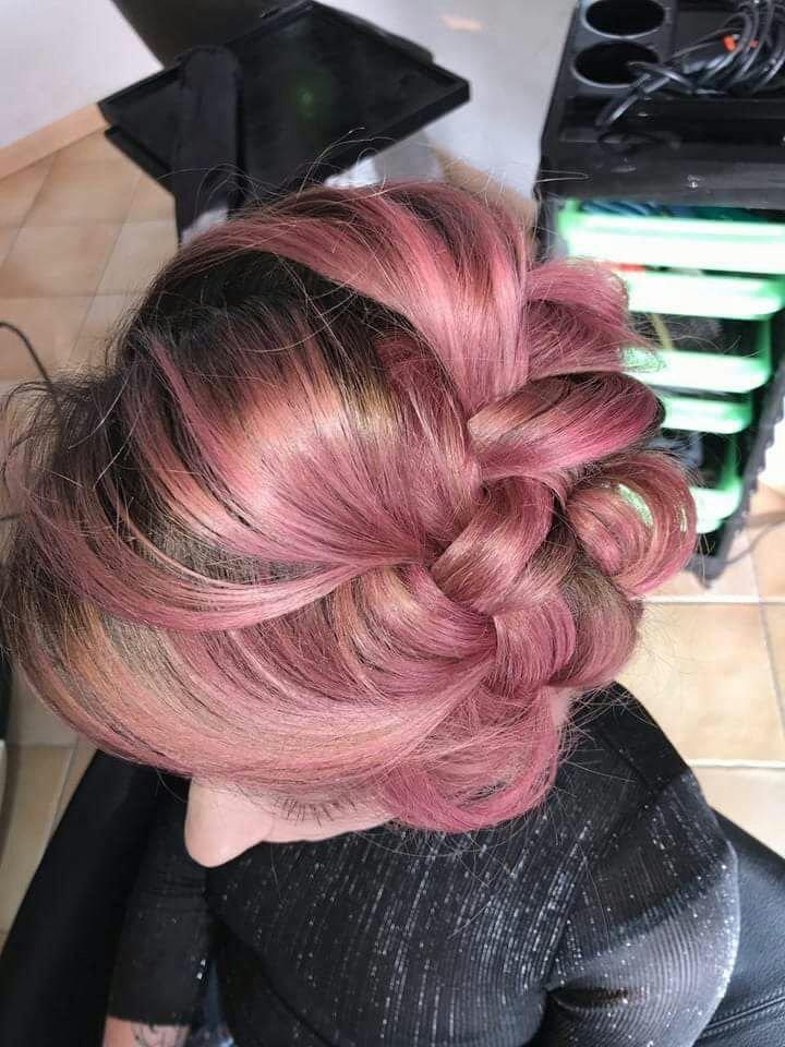 acconciatura capelli rosa