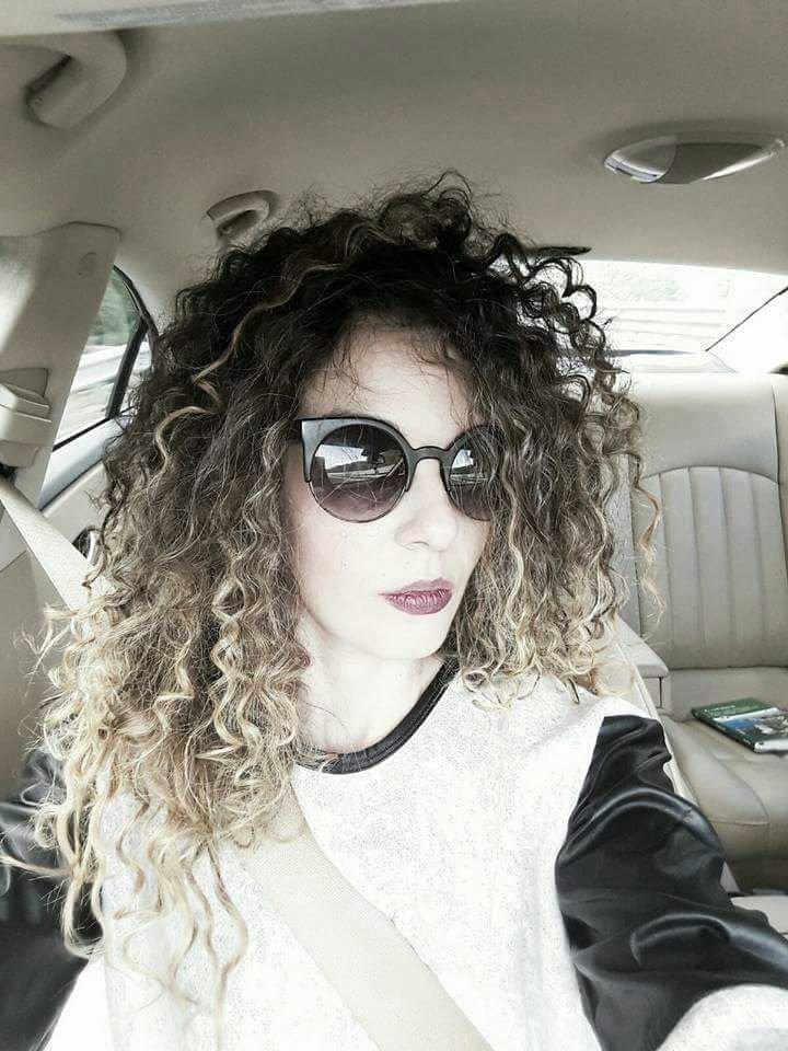 capelli ricci con shatush