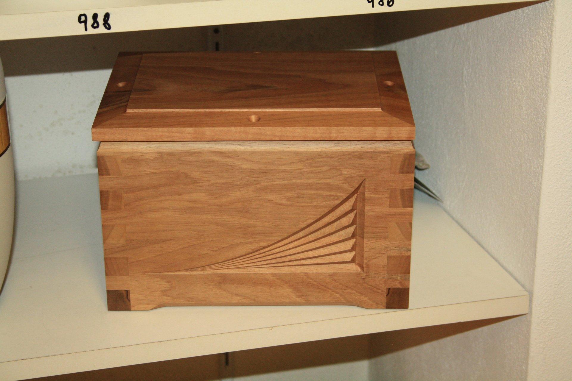urna in legno intarsiato