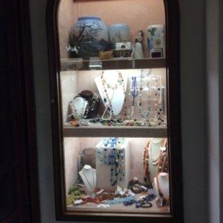 collane in pietre dure e porcellane