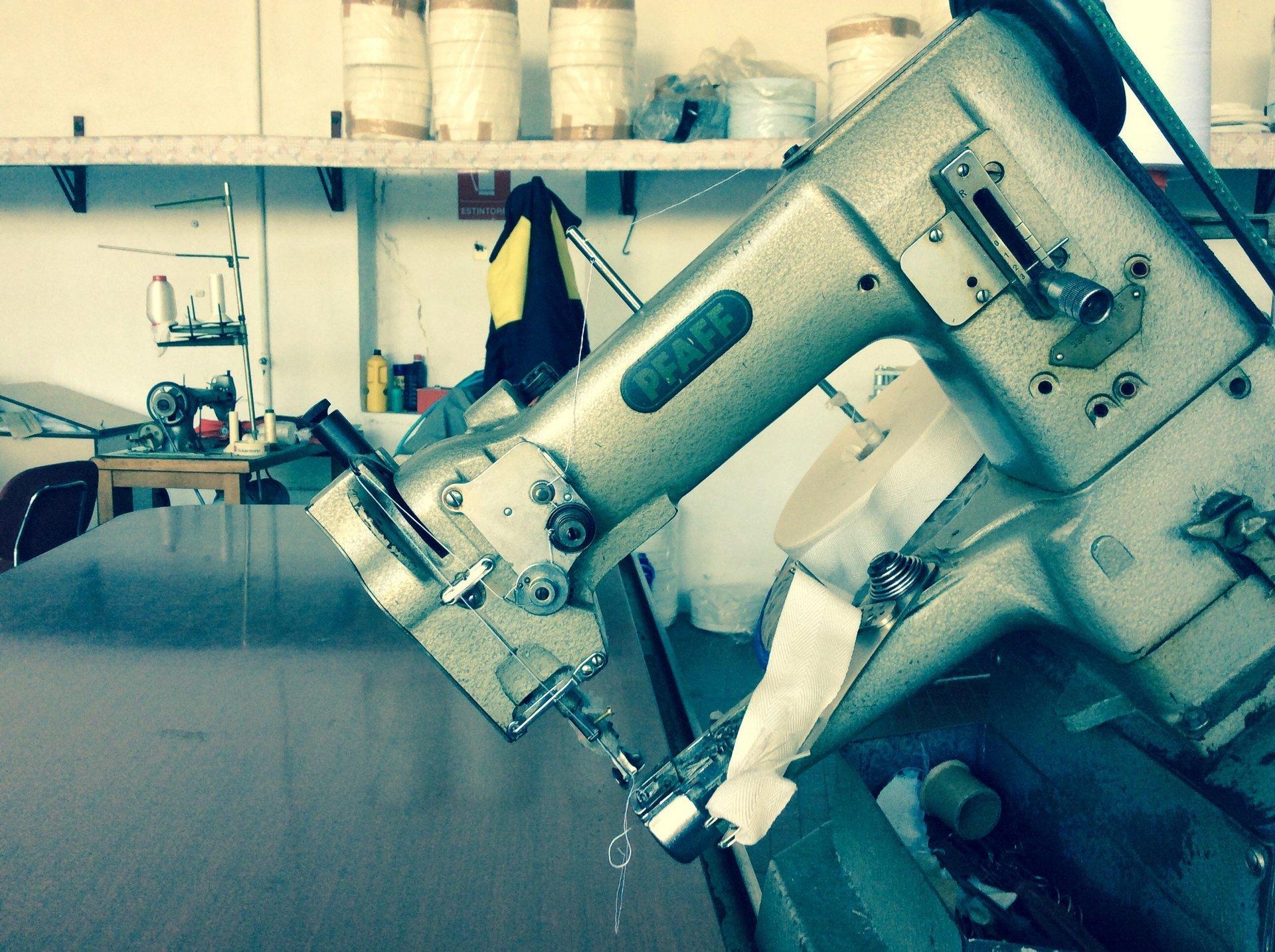 strumento per lavorazione materassi