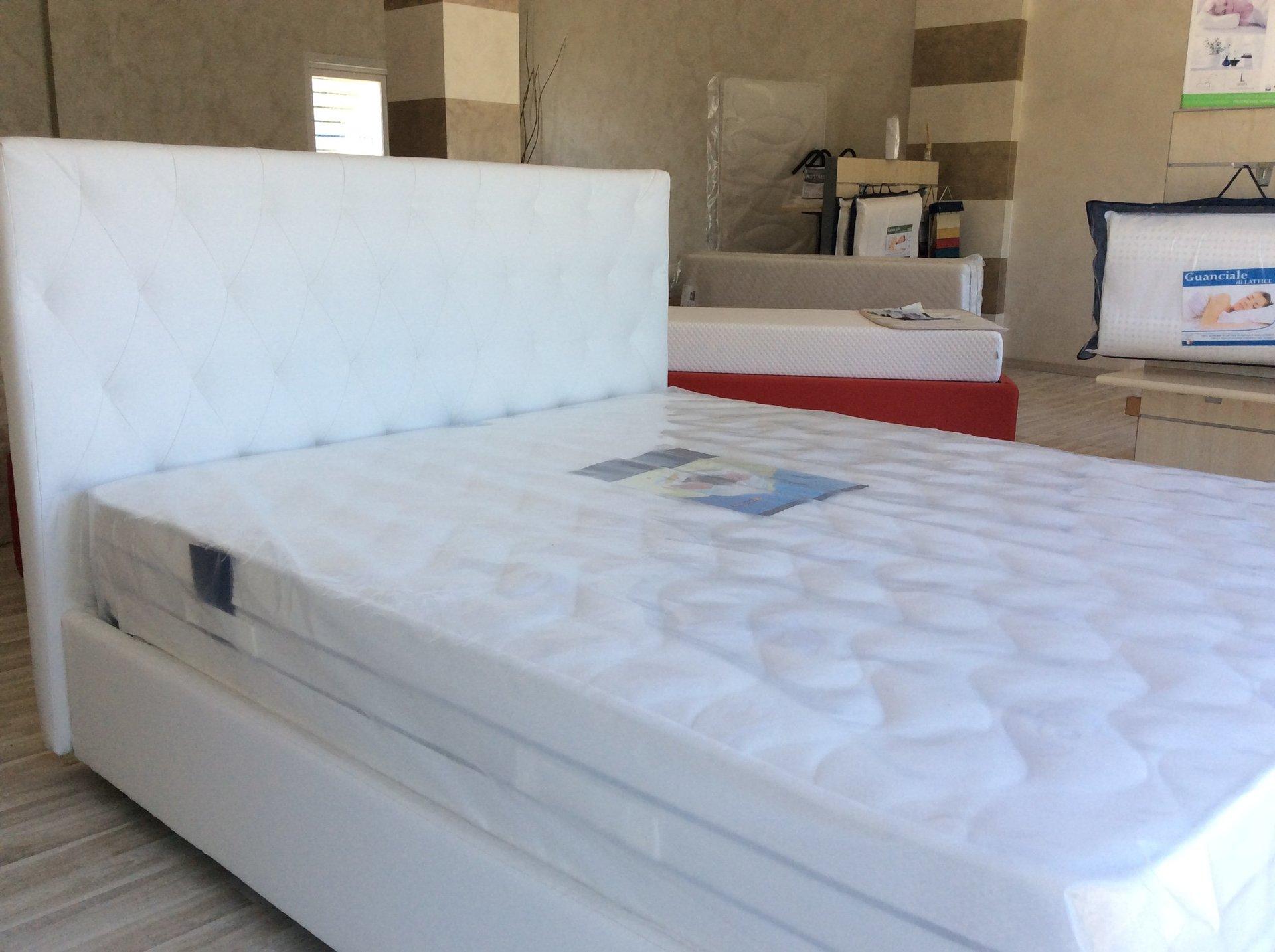 struttura letto con materasso