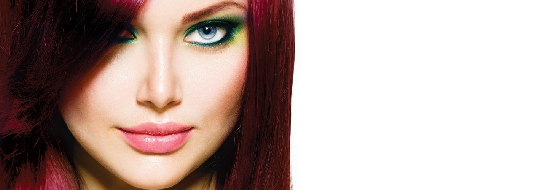 Donna bella con i capelli colorati ad Arzignano