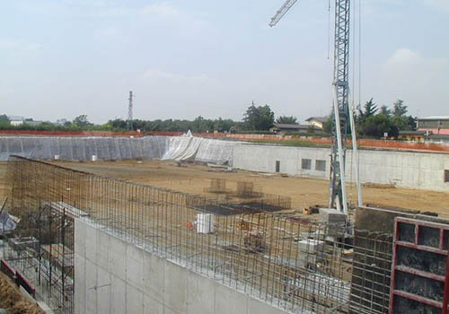 Casseforme di un muro in costruzione