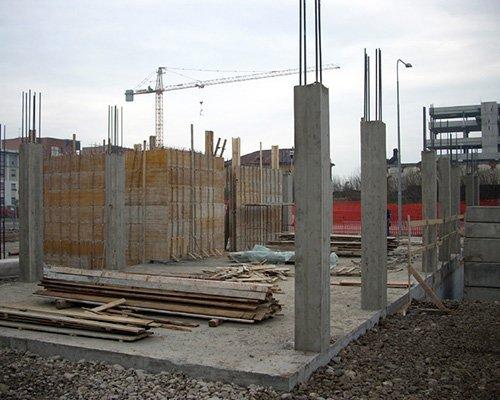 delle colonne portanti con tubi di ferro