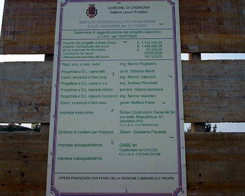 un cartello del comune di Cremona