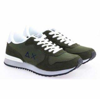 un paio di scarpe di color verde militare della marca Sun68