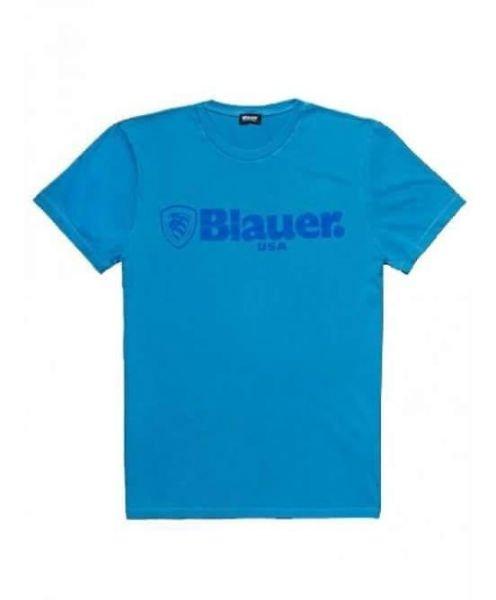 una maglietta di color azzurro