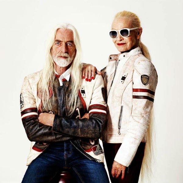 un uomo e una donna con delle giacche da moto di color bianco