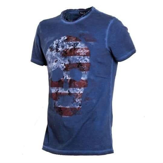 una maglietta di color blu con disegno di un teschio