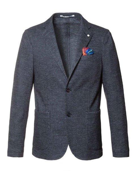 una giacca di color grigio
