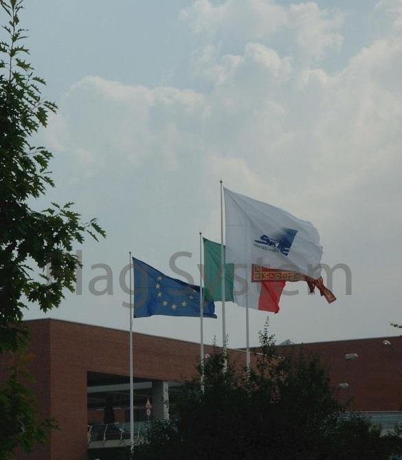 Studio e progettazione di bandiere e stendardi