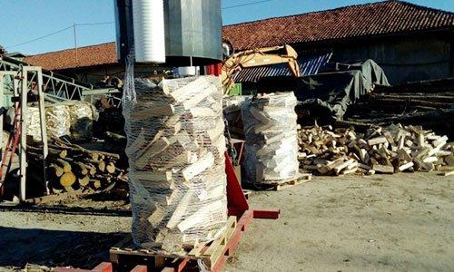 legna insaccata per la vendita